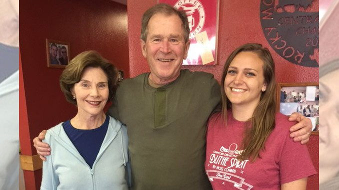 George W. Bush does waitress a solid with a huge tip